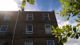 ***BARGAIN*** Dundee: Bright, spacious 2-bedroom top floor flat in central location