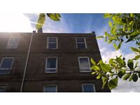 Dundee: Bright, spacious 2-bedroom flat in central location (Caldrum Street)