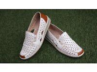 Ladies Cushion Walk Shoes size 6