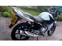 White Yamaha 125 CC 2014 Petrol Motobike in Excellent Condition (low mileage) and a Years MOT