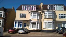 ONE DOUBLE BEDROOM GROUND FLOOR FLAT CLOSE TO SEAFRONT, WESTCLIFF TRAIN STATION & HAMLET COURT RD.