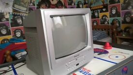 MIKOMI COLOUR PORTABLE TV / DVD PLAYER, REMOTE CONTROL. IDEAL FOR KIDS BEDROOM, STUDENT FLAT ETC.