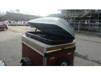 Trailer with roofbox
