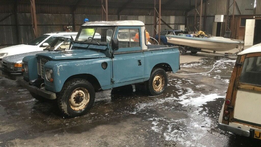 Land Rover Series 3 SWB 88 diesel pick-up truck cab 1980 with free-wheel hubs
