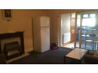NEWLY RENNOVATED EXTEDED KITCHEN AND GROUND FLOOR BATHROOM - 4 BED HOUSE TO LET