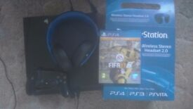Ps4 500gb with Fifa 17 and Playstation Wireless Stereo 2.0 Headset