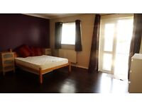 Ensuite double bedroom in Hounslow West near to the station