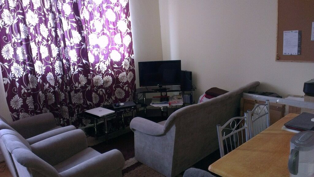 First Floor 2 Bed Flat Close to Transport Links & Central London