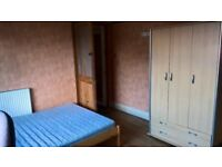 Large double room In house share in Beeston, close to White Rose Centre REDUCED Low deposit.