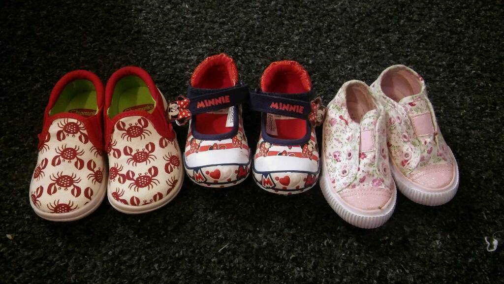 Baby girls shoes size 4