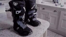 Kids Wolf hard motorsport boots size 37