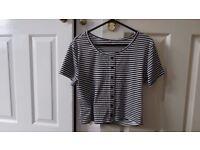 2 x Women's T-shirts - Medium