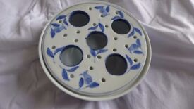 Pretty blue and white crocus bulb growing dish / pot. A lovely present for an indoor gardener.