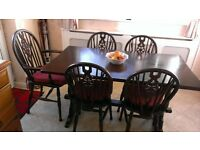 SOLID OAK REFECTORY / DINING TABLE AND 4 MATCHING WHEELBACK CHAIRS AND CAPTAIN'S CHAIR