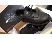 MENS SAFETY SHOES - BOXED, NEW.