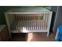 Mamas and Papas cot and bedding