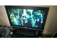 """LG LCD 32"""" TELEVISION with FREEVIEW and Remote"""