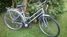 ladies hybrid bicycle 18 in frame,mudguards, runs well