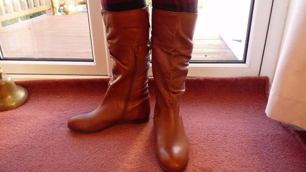 Pavers Ladies Tan Leather Boots Size 39