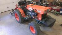 Kubota B5100DT 4wd tractor with attachments