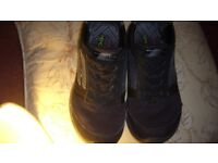 black sketchers size 3 in great con