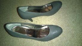 worn ladies shoes size 7 - grey round toe heel