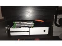 XBOX ONE CUSTOM WHITE CARBON FIBER - LIKE NEW WITH GAMES AND CONTROLLER - 362GB - TAKING OFFERS