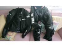 Berik 2 piece leathers.