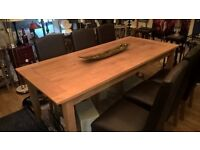 Solid oak dinning table with 6 leather chairs