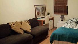 Double room in Notting Hill, close to Portobello Road, £30 per night, £200 per week