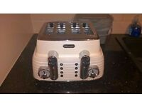 DELONGHI Scultura 4-Slice Toaster and kettle