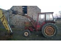 International 574 tractor with hydraulic loader