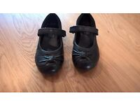 Clarks girl leather shoes (size 7 ½ F) in good condition £4