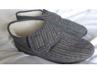 Men's fleece-lined slippers / bootees. Side 9 (43). Wide fitting. Brand new. Easy fastening.