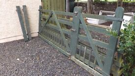 5 BAR FIELD GATE WITH PEDESTRIAN ACCESS GATE