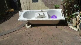 Bath tub and sink set Good used Condition FREE