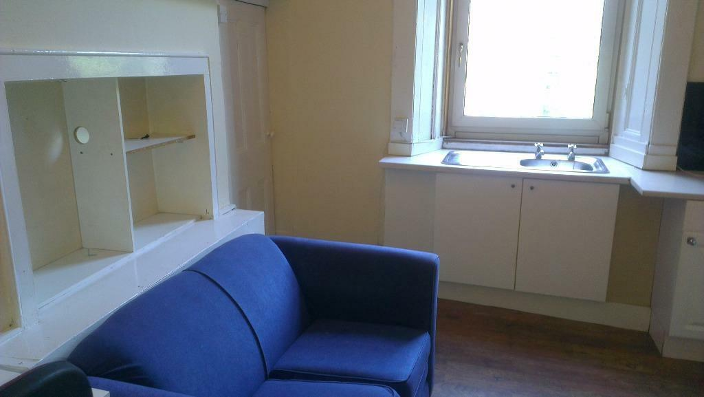 large double bedsit double glazed in quiet flat in