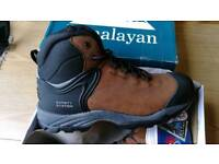 NEW Himalayan Waterproof size 11 safety boots. RRP £65