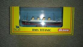 gilbow rms titanic - 1 boxed model ship set