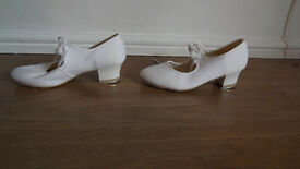 White Tap Shoes with Toe Taps Girls size 4.5 used