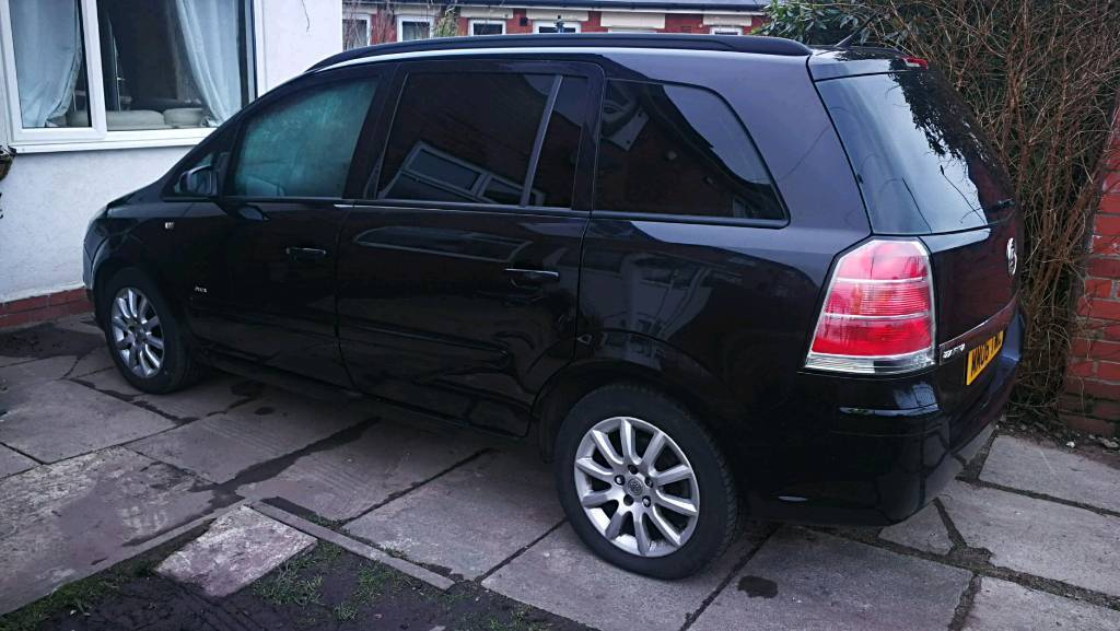 Vauxhall zafira 1.6 petrol 8m mot come with service history 2 sets of keys clean car
