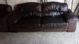 LOVELY BROWN LEATHER 3 SEATER SOFA AND 2 MATCHING CHAIR ULTIMATE COMFORT SIZE BELOW