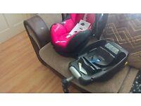 MaxiCosi car seat with Easyfix base