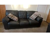 LEATHER 3 PIECE SUITE AND 2 MATCHING CHAIRS