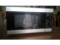 Tesco MMBS14 700w microwave oven.