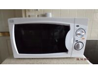 700 Watt Microwave As New, Pristine condition. Cost £64.99. Selling at £40.00