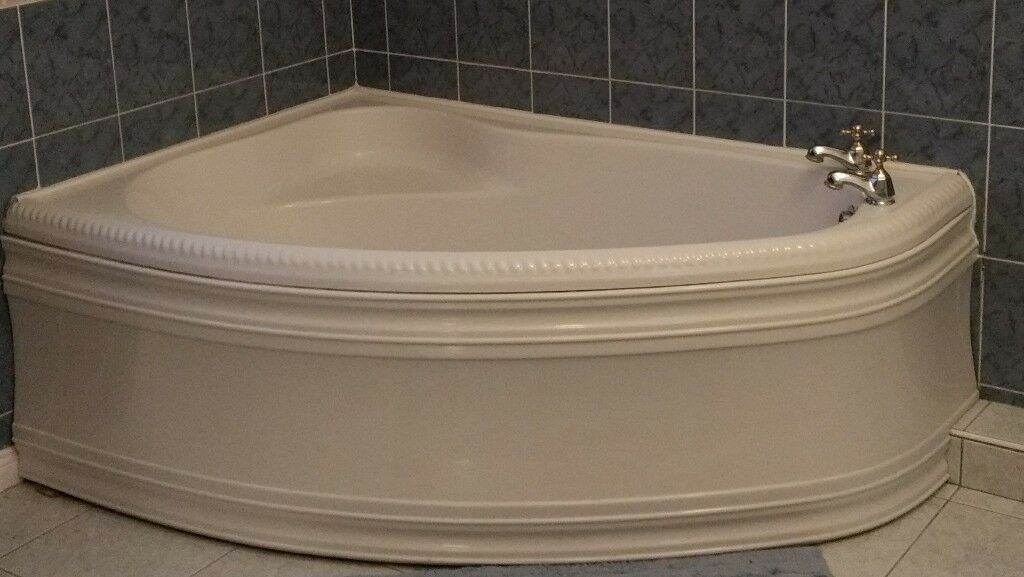 White acrylic corner bath for sale. Excellent condition. Open to ...