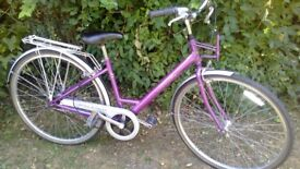 ladies step through hybrid,raleigh 17 in frame,700 alloys,beautiful condition