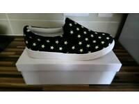 Canvas shoes size 6