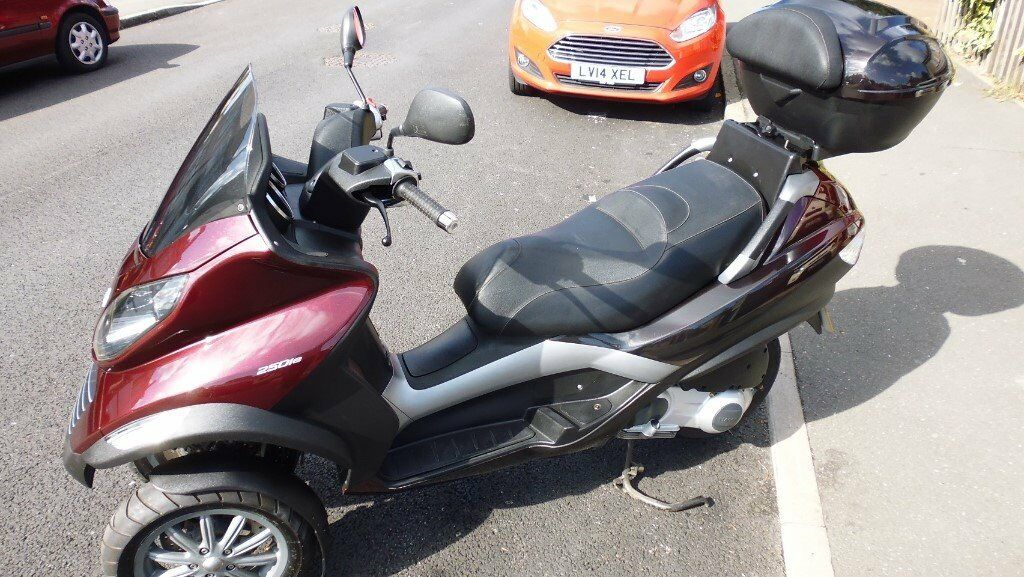 extremly low mileage vespa piaggio auto scooter mp3 250 motorbike trike not a yourban fuoco tourer